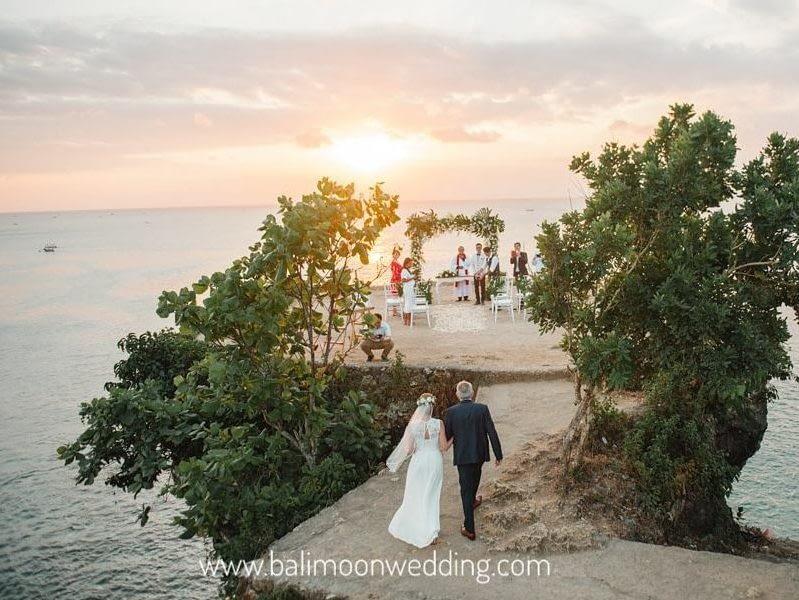 Cliff top wedding by bali moon wedding